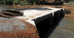 Concluyeron un puente-pasarela de hormigón sobre el arroyo El Soberbio, que beneficia a comunidad Mbya