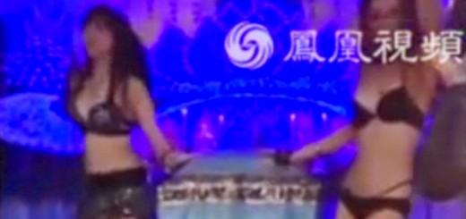 Viuda contrata bailarinas eróticas para amenizar el funeral de su marido