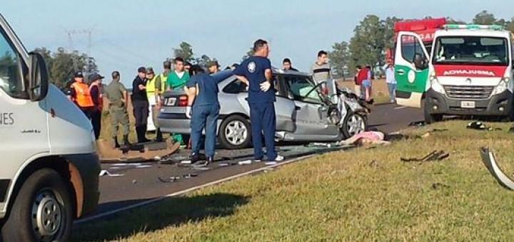 Ituzaingó: cinco muertos en un choque entre dos autos en la ruta 12
