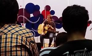 Clínica 13: Rodrigo Manigot habló de la poética del rock y cantó a lo Beatle
