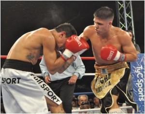 Brian Castaño fulminó a Javier Andino por nocaut técnico en el segundo asalto