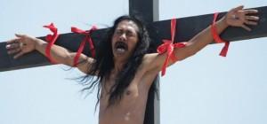 Devoción extrema: en Filipinas se crucifican con clavos reales