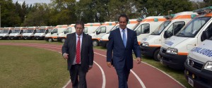 Scioli entregó ambulancias y regularizó a trabajadores del hipódromo