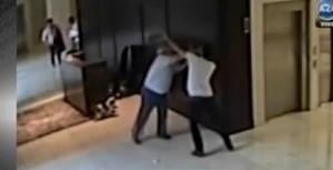 Video: se agarraron a las piñas por culpa del perro, en un edificio de Buenos Aires