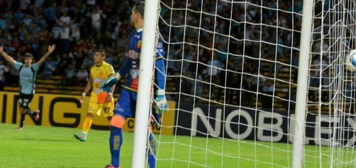Crucero volvió a perder 1 a 0 ante Belgrano y gracias a su arquero se salvó de la goleada en contra