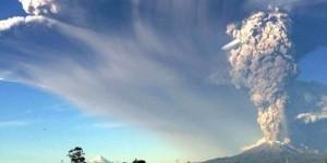 Advierten que la nube de cenizas provocada por el volcán Calbuco puede acentuarse al oeste argentino