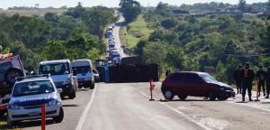 Dos heridos y la interrupción del tránsito en la ruta 12 por un choque frontal