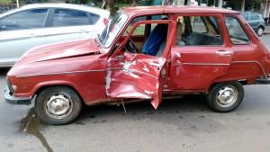 Posadas: una camioneta habría cruzado en rojo y provocó un accidente