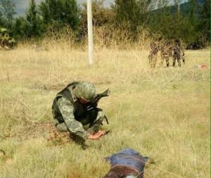 Enfrentamiento entre policías y narcos deja un saldo de al menos 43 muertos
