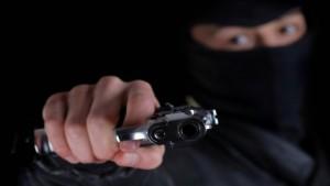 Delincuentes armados y encapuchados se llevaron 100 mil pesos de una empresa de colectivos