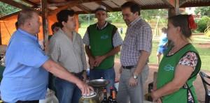 Los feriantes de Oberá recibieron la visita del ministro del Agro