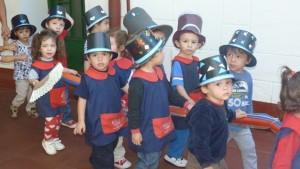 Fiesta por el Día de la Patria en el jardín del IPS