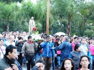 Multitudinaria peregrinación al Santuario de la Virgen Fátima
