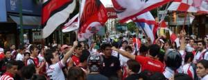 En Posadas, los hinchas Millonarios se sumaron al festejo por los 114 años