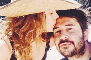 La selva misionera los enamoró: Dolores Fonzi, de novia con el director de La Patota
