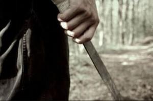 Detuvieron a un joven luego de agredir a una mujer con un machete y un hierro