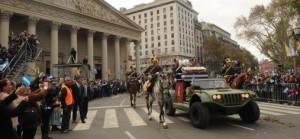 Una multitud aportó colorido y emoción al desfile que trasladó el sable corvo de San Martín