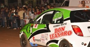 Una multitud empezó a vivir anoche la fiesta del Rally de la Selva en Andresito