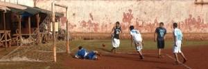 A penales: reclusos se divirtieron con la pelota en Eldorado