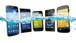Si se te cayó el celular al agua no pruebes con arroz: ellos tienen la solución