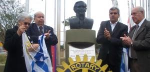 En homenaje a sus luchas por la libertad, rotarios entronizaron segundo busto de Artigas en Misiones