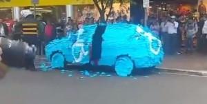 En Brasil dejó el auto estacionado en lugar reservado para discapacitados y se lo dejaron así…