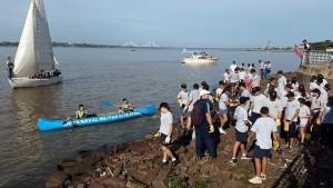 Alumnos del Liceo Storni, juntaron plásticos, basura y ramas de la Costanera