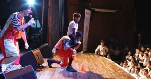 """Más de 700 niños disfrutaron con """"Los Musiqueros"""" en el Montoya"""
