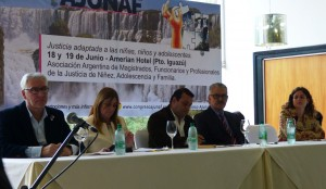 Magistrados, funcionarios y profesionales de la Justicia  visitaron ayer el Hogar de Día de Puerto Iguazú
