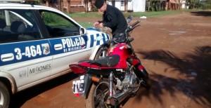 Menor conducía una motocicleta sin papeles y fue detenido