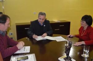 Embarazo adolescente: Passalacqua firmó convenio con fundación para atención de problemática