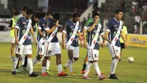 """Guaraní perdió 2 a 0 con el """"Lobo"""" jujeño y se hunde en el promedio del descenso"""