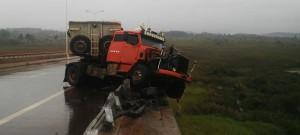 Loreto: camión despistó y atravesó barrera en puente del Yabebiry