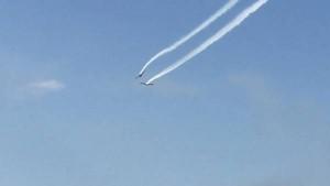 Video: chocaron dos aviones en el aire durante una demostración