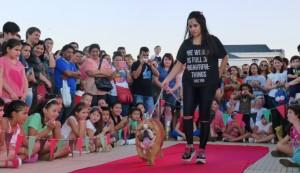 Más de 80 mascotas participaron del desfile solidario en la Costanera