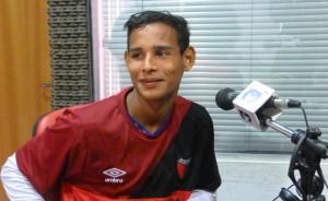 José Báez, el chico que sueña con triunfar en el fútbol para ayudar a su madre
