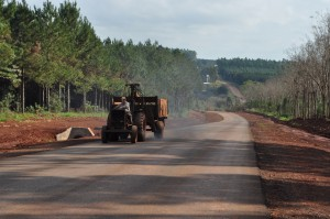 Avanza el asfaltado de la ruta entre Garuhapé y Paraje Ombú