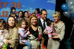 Scioli presentó la ampliación de la Ley de Fertilidad: no habrá límites de edad y se suma la ovodonación