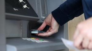 Los bancos intentan cubrir la escasez de billetes con logística propia de recarga de cajeros