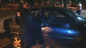 Sorprendieron a un adolescente intentando robar en un automóvil