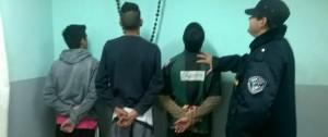 Tres jóvenes detenidos por robar tarjetas telefónicas en un autoservicio