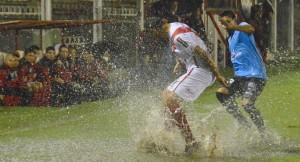 Guaraní y All Boys empataron sin goles en un partido pasado por agua