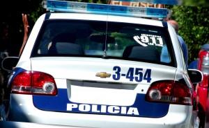 Un joven detenido por ocasionar desorden y dañar un vehículo