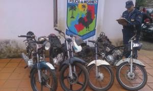 Policías secuestraron cuatro motocicletas robadas y abandonadas en un baldío