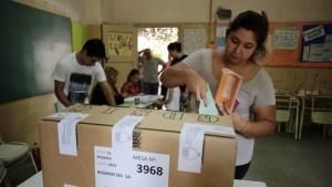 Cerraron con normalidad las elecciones en Santa Fe y votó el 65% del padrón