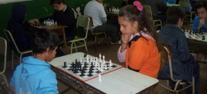 """El """"juego ciencia"""" reunió a unos 130 chicos en el 5to. Torneo de Ajedrez escolar en el instituto Santa Catalina"""