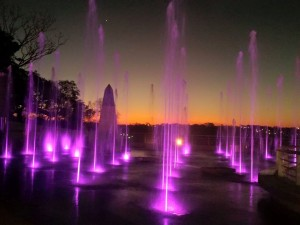 Iguazú estrenó su plaza de aguas danzantes