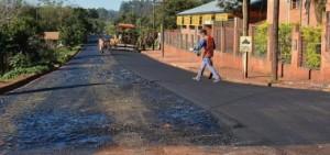 Montecarlo: concluyó el asfaltado de 28 cuadras