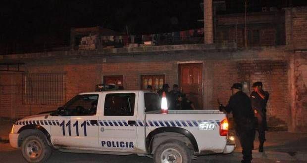 Una joven de 21 años fue asesinada a golpes y buscan a su pareja