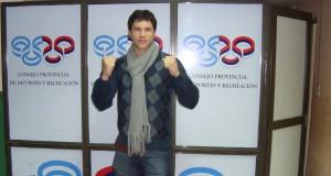 Jugó de centrodelantero en Guaraní y Vélez y hoy es una promesa del boxeo misionero